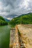 Kleine hydro elektrische dam die waterkracht uitrusten Royalty-vrije Stock Foto