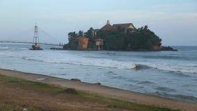 Kleine Insel angeschlossen mit Brücke stock video footage