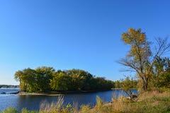 Kleine Insel auf dem Fluss Mississipi Stockbild