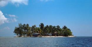 Kleine Insel in den Schlüsseln von Utila, Bucht-Inseln, Honduras lizenzfreie stockfotografie