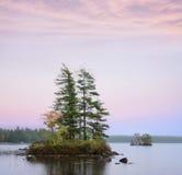 Inseln im Elch-Teich Stockfotografie