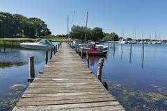 Kleine Jachthaven in de Inham royalty-vrije stock fotografie