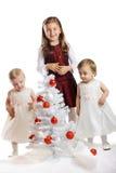 Kleine jonge geitjes met een Kerstmisboom Royalty-vrije Stock Foto