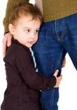 Kleine jongen die zijn vader koestert Royalty-vrije Stock Fotografie