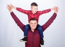 kleine jongen met de papamens Gelukkige Familie samen Kinderjaren parenting Dit is dossier van EPS10-formaat Samen genietend van  royalty-vrije stock foto