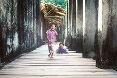 Kleine jongens in Angkor Wat Royalty-vrije Stock Foto's