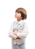 Kleine jongenstribunes met gekruiste wapens Stock Fotografie
