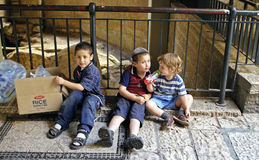 Kleine Joodse Jongens, Jeruzalem Stock Foto
