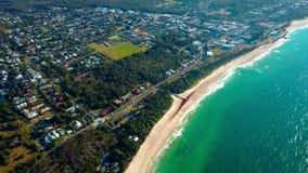 Kleine Küstenstadt in Australien stock video