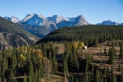 Kleine Kabine in der Wildnis zwischen Durango und Silverton, Col. Lizenzfreies Stockfoto