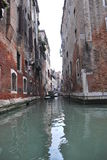 Kleine Kanal-Ansicht Venedigs Italien Stockfotografie