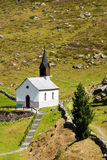 Kleine kapel in bergen, Zwitserland Stock Afbeeldingen