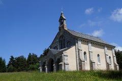 Kleine kapel in het hout Stock Fotografie