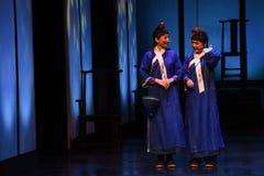Kleine Kellnerinöffnung die ersten Tat-modernen Drama Kaiserinnen im Palast Lizenzfreie Stockfotografie