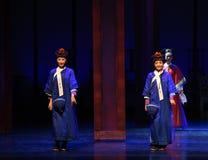 Kleine Kellnerinöffnung die ersten Tat-modernen Drama Kaiserinnen im Palast Stockbilder
