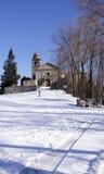 Kerk en sneeuw stock afbeelding