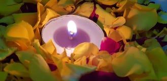 Kleine Kerze lizenzfreies stockfoto