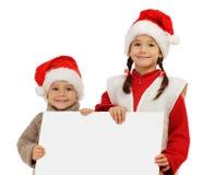 Kleine Kinder mit leerer Fahne Stockfoto