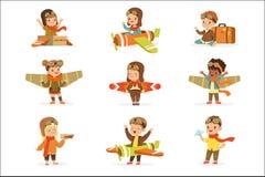 Kleine Kinderen in Proefcostumes dreaming of die het Vliegtuig loodsen, die met Speelgoed Aanbiddelijke Beeldverhaalkarakters spe stock illustratie