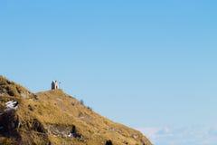 Kleine Kirche auf eine Spitze Italienische Alpen Stockfotografie
