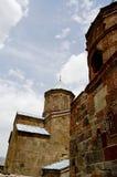 Kleine Kirche in den Bergen von Kaukasus-Ansichten von Giorgia Lizenzfreies Stockbild
