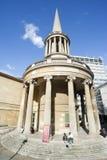 Kleine Kirche in London, England Lizenzfreies Stockfoto