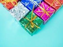 Kleine kleurrijke giftdozen stock afbeelding