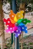 Kleine kleurrijke windmolen voor kinderen om te spelen royalty-vrije stock fotografie