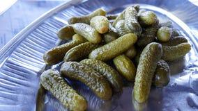 Kleine komkommers op de plaat Royalty-vrije Stock Foto's