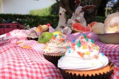 Kleine Kuchen auf einem Picknick Stockfoto
