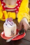 Kleine Kuchen für Sie. lizenzfreies stockbild