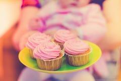 Kleine Kuchen am Feiertag Stockbilder