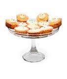 Kleine Kuchen mit dem Bereifen auf einer Platte Lizenzfreie Stockbilder