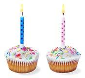 Kleine Kuchen mit einer Geburtstagskerze lokalisiert Lizenzfreie Stockfotografie