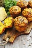 Kleine Kuchen mit Käse, Dill und Kreuzkümmel Lizenzfreie Stockfotos