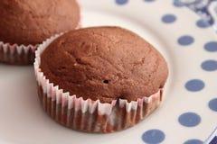 Kleine Kuchen mit Schokolade lizenzfreie stockbilder