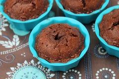 Kleine Kuchen mit Schokolade lizenzfreie stockfotos