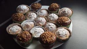 Kleine Kuchen mit Schokoladennachtisch Stockfotografie