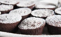Kleine Kuchen mit Schokoladennachtisch Stockbild