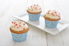 Kleine Kuchen mit Zuckerglasur Lizenzfreies Stockfoto