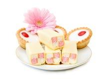 Kleine Kuchen und Bonbons stockfotografie