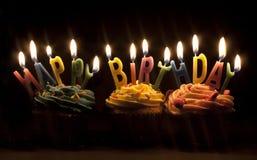 Kleine Kuchen und Kerzen Lizenzfreie Stockfotografie