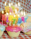 Kleine Kuchen und Kerzen stockbild