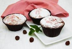 Kleine Kuchen und Nüsse Stockfotografie