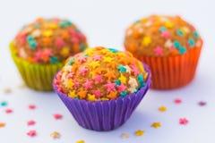 Kleine Kuchen verziert mit Sternen Lizenzfreie Stockfotos