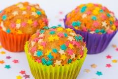 Kleine Kuchen verziert mit Sternen Stockfotografie