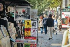 Kleine kunst en herinneringswinkel in Parijs jpg Stock Afbeeldingen