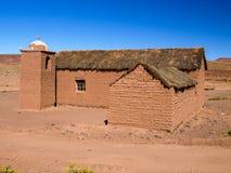 Kleine ländliche Andenartkirche gemacht von unfired Lizenzfreie Stockfotografie