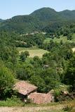 Kleine landbouwbedrijven in de Pyreneeën stock afbeelding