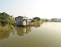Kleine landwirtschaftliche Häuser über Wasser, Nam sangen Wai, HK Lizenzfreies Stockbild